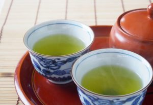 お茶やコーヒーなどのカフェイン飲料と利尿作用